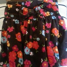 Gymboree skirt 4T Get your sweet pea ready for spring.  Skirt is 100% cotton soft corduroy look and feel. Has side zipper. No elastic in waist. Cute bow in front sewn onto waistband. Gymboree Bottoms Skirts