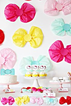 This adorable bow themed party is perfect for gender reveals, girls of all ages, hello kitty or minnie mouse! | A Joyful Riot #coolglow #partysupplies