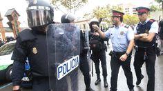 Un informe policial desmiente a los Mossos: en 41 centros que dicen que cerraron se siguió votando