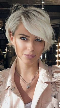 Short Pixie Bob Platinum Blonde Haircut With Side Bangs ❤️ Our collection of latest short hair trends 2018 Cute Short Haircuts, Short Hairstyles For Women, Hairstyles Haircuts, Haircut Short, Hairstyles Pictures, Pixie Haircut Fine Hair, Short Hair For Women, Pixie Haircut Styles, Short Blonde Haircuts