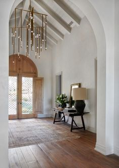 Stylish Entryway Ideas for a Beautiful First Impression Plywood Furniture, Modern Furniture, Furniture Design, Style At Home, Amber Interiors, Hotel Interiors, Traditional House, Traditional Bedroom, Rustic Farmhouse