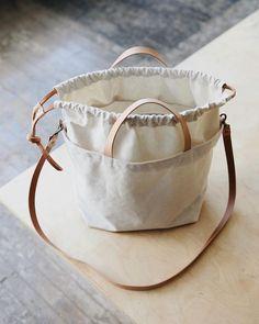Diy Bags Jeans, Diy Bags Purses, Coin Purses, Bag Crochet, Crocheted Bags, Crochet Cross, Diy Tote Bag, Tote Bags, Fabric Bags