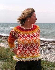 """Sweateren er den anden i min serie af """"Årstidsopskrifterne"""". Den første jeg lavede var Efterår. Efterår skulle klippes op efter strikningen, og det har afholdt mange fra at gå i gang med den. Der…"""