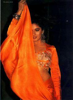 Madhuri Dixit so hot Beautiful Girl Indian, Most Beautiful Indian Actress, Beautiful Saree, Beautiful Bollywood Actress, Beautiful Actresses, Madhuri Dixit Hot, Bollywood Costume, Beautiful Heroine, Actress Navel
