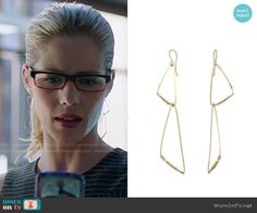 Felicity's earrings on Arrow.  Outfit Details: http://wornontv.net/53127/ #Arrow