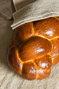 Hefezopf; Austria, Germany Savoury Baking, Bread Baking, Challa Bread, Pork Recipes, Cooking Recipes, Our Daily Bread, Challah, Meals For Two, Food To Make