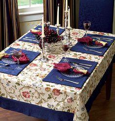 Que mesa linda, jogo americano, toalha..tudo