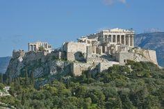 L'Acropoli era il luogo più alto della città e ospitava santuri, infatti era un luogo religioso. Era il simbolo della città. Nacque sopra una rocca micenea;  per decisione di Pericle i lavori, finanziati dal Tesoro della Lega, furono affidati a Fidia e iniziarono nel V secolo a.C.