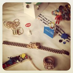 #missbibi #scene #playtime #collection #game #jeux #jewelry #design #history #histoire #collier #necklace #bague #ring #plastic #playmobil #stop #dé