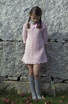 El crochet es tendencia también para las niñas, cuellos, capas y ponchos que a… – Fashion Trends 2020 Modadiaria 每日时尚趋势 2020 时尚 Cute Girl Dresses, Cute Girl Outfits, Little Girl Dresses, Little Girl Models, Child Models, Kids Pageant Dresses, Knit Baby Dress, Moda Blog, Baby Girl Pants