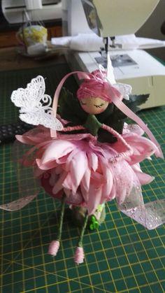 Flower Fairies, Diy Flowers, Fairy Tales, Dolls, Button, Christmas Ornaments, Holiday Decor, Garden, How To Make