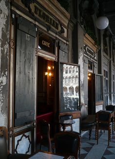 Simple Everyday Glamour: Friday in the Dark - Un café au Florian à Venise love it here......