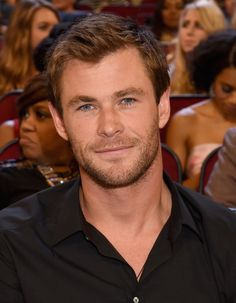 Pin for Later: Chris Hemsworth Was a Vision of Hotness at the PCAs