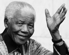 Nelson Mandela, dagli anni con Oliver Tambo nella prigione di Robben island alla presidenza, fino agli ultimi anni di vita trascorsi nella sua casa di Johannesburg. Ecco alcune immagini tratte dall'archivio Getty Images che ripercorrono la vita dell'eroe della battaglia contro l'apartheid   (a cura