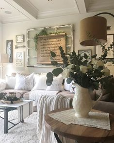 47 Brilliant Farmhouse Living Room Wall Decor Ideas Your living room shoul. French Country Rug, French Country Living Room, Country Farmhouse Decor, French Country Decorating, Farmhouse Style, Rustic French, Vintage French Decor, Primitive Country, Country Homes