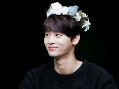 http://www.playbuzz.com/stell33510/which-kpop-male-idol-wears-flower-crown-the-best