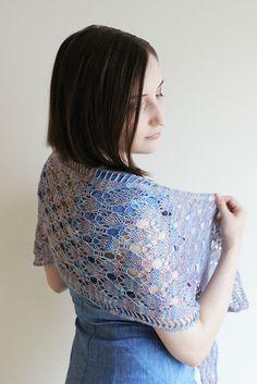 Ravelry: Pas de Châle Wrap pattern by Linda Browning