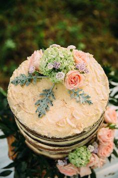 Buttercream cake | Yulia Otroschenko Photography | see more on: http://burnettsboards.com/2015/10/pre-wedding-love-story/