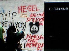 """Enligt uppgift har någon förvirrad turkisk upprorsmakare klottrat """"Vi har Hegel och Spinoza - ner med den kantianska metafysiken!"""" Detta snedsteg bådar inte gott för upprorets utveckling."""