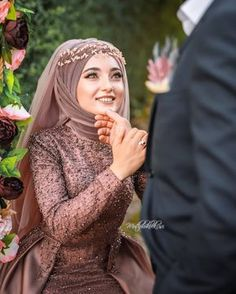 Image could contain: 1 person, close-up, Görüntünün olası içeriği: 1 … Muslim Wedding Gown, Muslimah Wedding Dress, Muslim Wedding Dresses, Dress Wedding, Muslim Brides, Muslim Girls, Muslim Couples, Bridal Hijab, Bridal Outfits