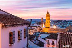 ¿Cansado del sol y la playa de Málaga? Pues estás de suerte, tienes millones de cosas para hacer cerca de Málaga. Visitar pueblos que quitan el sentío, comer como si estuvieras en casa de la abuela, pasear por paisajes que son una maravilla, y todo ello siempre acompañado por el …