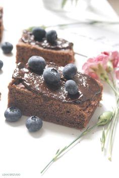 Lekki brzusio.: Bananowo-kakaowe fit ciasto Food And Drink, Sweets, Fitness, Desserts, Cakes, Interior, Diet, Tailgate Desserts, Deserts