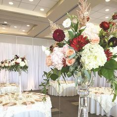 Glamorous Tall centerpiece. By Unico Decor