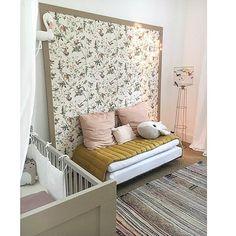 Bientôt la fin de notre séjour parisien, mais on va être content de retrouver notre home sweet home 🌿💚 #chambreenfant #chambrebebe #decoration #nosenfantillages #coleandson #hummingbird #camomilelondon #bigstuffed #mathieuchallieres #lespetitsbohemes #zoerumeau @smallable_store @camomilelondon @ampm @bigstuffed #numero74 @scalaeandco Chic Nursery, Nursery Neutral, Nursery Decor, Room Decor, Cole And Son Wallpaper, Wall Wallpaper, Big Stuffed, Girls Bedroom, Master Bedroom