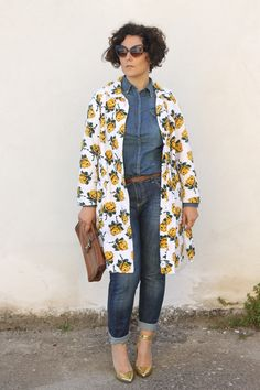 #floral #coat #curvy  #plus size #fashion blogger #vintage #cateye #denim #denimondenim Hot Mom Outfits, Outfits Casual, Casual Wear, 90s Fashion Grunge, Tomboy Fashion, Curvy Fashion, Aaliyah, Curvy Street Style, Curvy Style