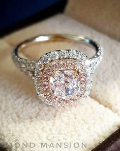 Cienega Rose Halo and White Gold Band Diamond Ring with Oval Morganite Ring Vintage Vines - Fine Jewelry Ideas Engagement Ring On Hand, Vintage Engagement Rings, Diamond Engagement Rings, Bracelet Cartier, Bracelet Charms, Gold Diamond Wedding Band, Wedding Bands, Dress Wedding, Diy Wedding