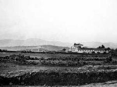 Convento da Luz, cerca de 1860. Ao fundo região da Ponte Pequena, em direção ao rio Tietê<br />Foto Militão Augusto de Azevedo  [TOLEDO, Benedito Lima de . Anhangabaú]