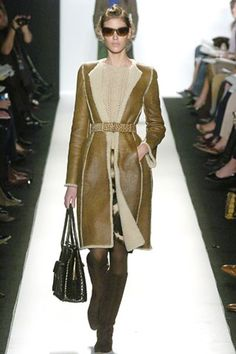 See the complete Oscar de la Renta Fall 2005 Ready-to-Wear collection.