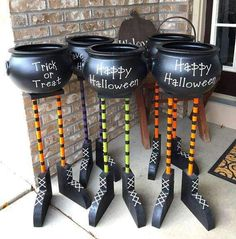 A Halloween Cauldron Candy Bowls that looks like Witches Feet! This bowl is a cute Halloween decoration for inside or out. Halloween Outside, Fröhliches Halloween, Adornos Halloween, Manualidades Halloween, Halloween Party Supplies, Holidays Halloween, Halloween Yard Ideas, Halloween Candy Bowl, Halloween Costumes