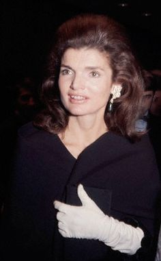 Portrait of Jacqueline Kennedy Onassis Jacqueline Kennedy Onassis, wife of late U. President John F. Jacqueline Kennedy Onassis, John Kennedy, Estilo Jackie Kennedy, Les Kennedy, Jaqueline Kennedy, Kennedy Wife, Lee Radziwill, Jackie Oh, Die Kennedys