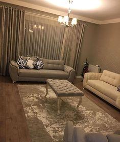 Yeni evini tasarlarken yeni eşyalar ve renkler kullandığı gibi eskilere de yeni hayatlar vermiş Bahar hanım. Eskiden mavi renkte olan koltuklar şimdi yeni salonun dekorunu uyumlu gri ve krem renklerde. Evinin tamamı ise evgezmesi.com'da! (Profilimizdeki linke tık) #evgezmesi #evgezmesicom