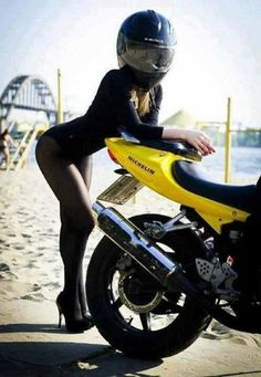 Which do you prefer - the XJR, the Vulcan or the blonde in the aviator jacket? Ducati Diavel, Motorbike Girl, Motorcycle Outfit, Bobber Motorcycle, Motorcycle Girls, Lady Biker, Biker Girl, Motos Sexy, Chicks On Bikes
