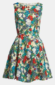 Beautiful! Garden ready floral print dress. I've gone pin happy with florals today!
