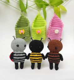 In this free crochet tutorial, you can learn how to crochet these adorable little bugs in amigurumi! These sweet amigurumi bugs are sure to bring a smile to any face! These amigurumi cuties are wonderful spring decorations . Crochet Patterns Amigurumi, Crochet Dolls, Crochet Yarn, Amigurumi Doll, Woolen Craft, Art Japonais, Cute Crochet, Crochet Animals, Stuffed Toys Patterns