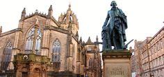 Catedral de Edimburgo y monumento a Adam Smith