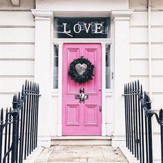 This iconic door in Chelsea is one of our favourites!  @chelsea_cloisters on Instagram 💕