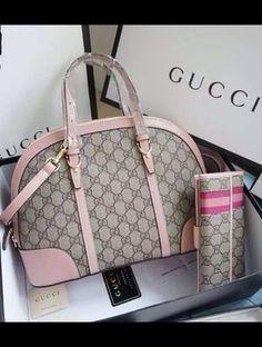 Gucci Blooms GG Supreme Boston Bag in Pink Leather Trim ... 5e7942736f7e9
