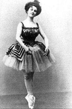 Vintage ballet photo - ballerina Vera Trefilova