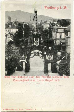Feuerwehrfest Freiburg 1901 - Postkarte aus dem Jahr 1901 anlässlich des dort stattfindenden Feuerwehrfest. Schöner Blick vom Bahnhof durch das eigens errichtete Festtor entlang der Eisenbahnstraße. Solche Tore wurde früher oft zu sehr großen Veranstaltungen errichtet. Vielen Dank an die Sammlung Oehler für dieses Bild.   /*  */