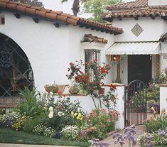 Casa colonial con jardín bonito