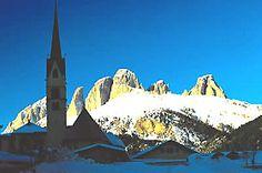 #Skiurlaub #Dolomiten # Italien - Sportclub Maria Teresa & Hotel Val de Costa & Hotel Alpe in Fassatal (Dolomiten) günstig buchen #Silvester #Weihnachten Unsere Unterkünfte befinden sich im Ortsteil Alba di Canazei, eher ein verträumtes Nachbardorf von Canazei. www.winterreisen.de