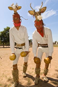 Mayo Indian men perform the Dance of the Deer, Tehueco (near El Fuerte), Mexico Native American Music, Native American Children, Native American Photos, Native American Artifacts, American Spirit, Native American Tribes, Mexican Mask, Mexican Outfit, Cultura Yaqui