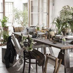 With longer days here to stay and an abundance of plants to choose from, now is time to explore small space summer garden inspiration from Granit. Scandinavian Garden, Living Room Decor, Bedroom Decor, Nordic Interior, French Country Cottage, Art Wall Kids, Summer Garden, Inspired Homes, Garden Inspiration