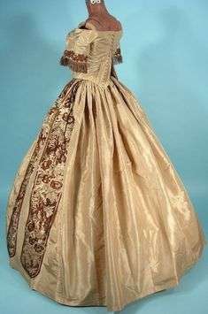 c 1860 taffeta and brocade Dress - 5 pieces: detachable lower sleeves, back laced bodice, cartridge pleated skirt, pellerine.