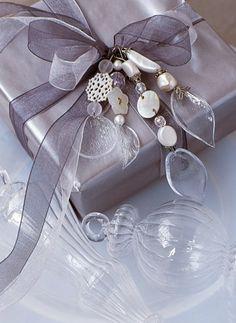 Pampilles en boutons et perles de nacre pour décorer la maison ou un paquet cadeau à noël