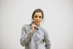 POSTADO! LOOK 6 -  detalhe  - calça midi - camisa com detalhes no ombro em algodão